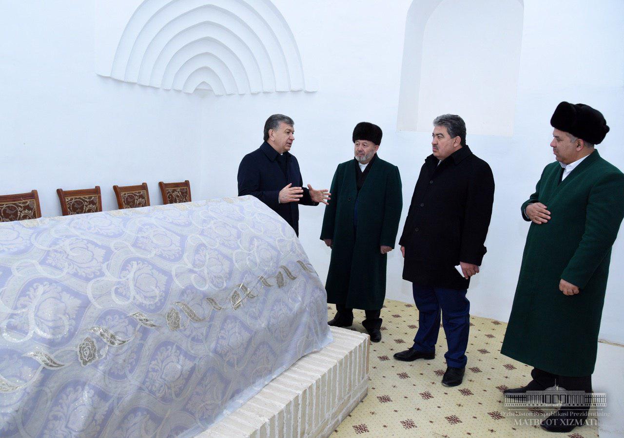 Президент Шавкат Мирзиёев Абу Муин Насафий мақбарасини зиёрат қилди.