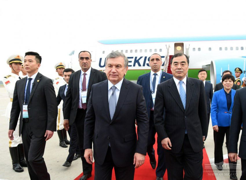 Ўзбекистон Президенти Циндаога етиб келди