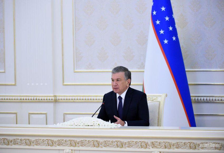 """Мирзиёев поручил ввести в Узбекистане категорию """"средний бизнес"""" и снизить ставку НДС"""